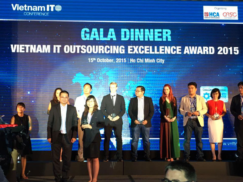 Mrs. Hai Anh, CMO of Savvycom received the award