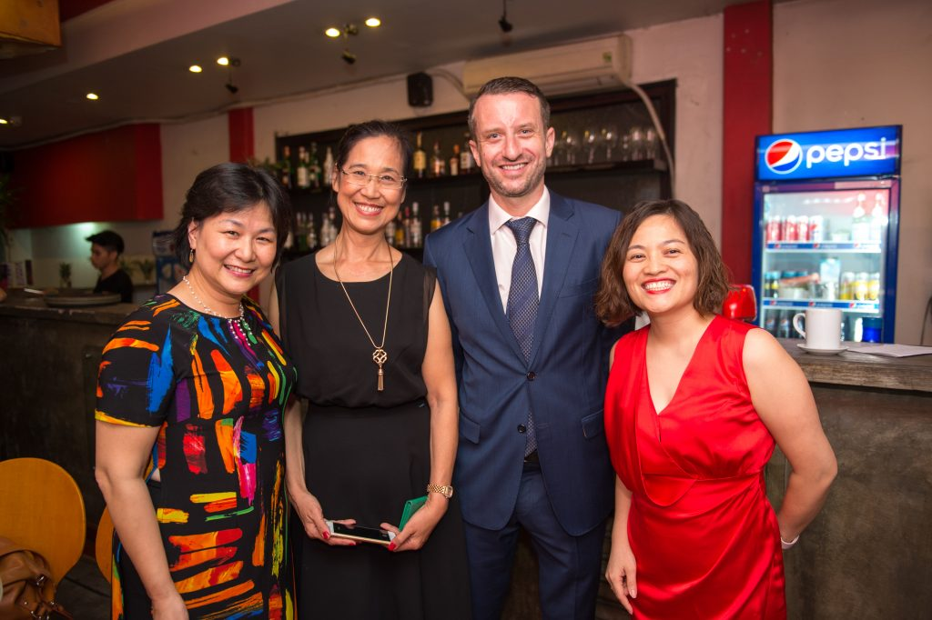 Ms. Van Dang poses with Australian Deputy Head of Mission in Vietnam, Layton Pike and fellow alumni CEOs